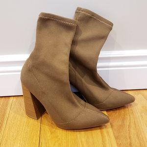 Shoes - Like-New Sock Boots
